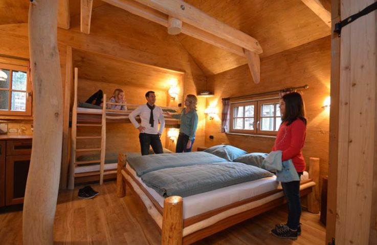 tripsdrill attractiepark cleebronn glamping duitsland. Black Bedroom Furniture Sets. Home Design Ideas